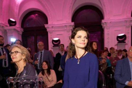 1a2ba6638a9c0894d8ce456d91b752d6 520x347 - Беременная Елизавета Боярская появилась на выставке в особняке Спиридонова