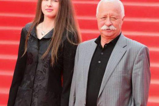2fe62a135f8584c3fd582168d5dad176 520x347 - Дочь Якубовича не хочет, чтобы отец ей помогал