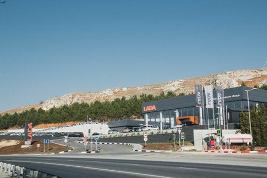 4a22eb8b5280e8e2617f7b19386cd6ed 520x347 - В Крыму открылся новый дилерский центр LADA
