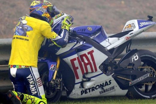 79a6850a677e15ce2b3cbd3f96a071d5 520x347 - Официально: Валентино Росси уйдет из Yamaha в конце 2020 года