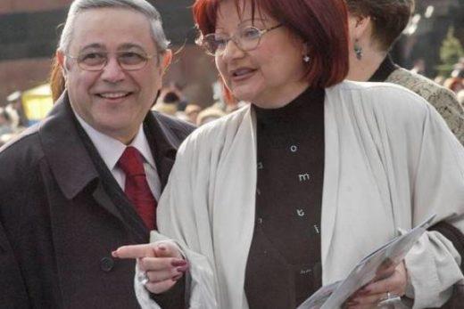 c97d400f522242225ad0da5d0c8c87de 520x347 - Адвокат Степаненко заявила, что Петросян сам бросил семью