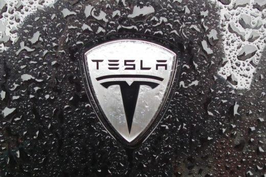 e5a3d3079558a28cef861fe30da4722f 520x347 - Tesla стала первым автопроизводителем в США с капитализаций выше 100 млрд долларов