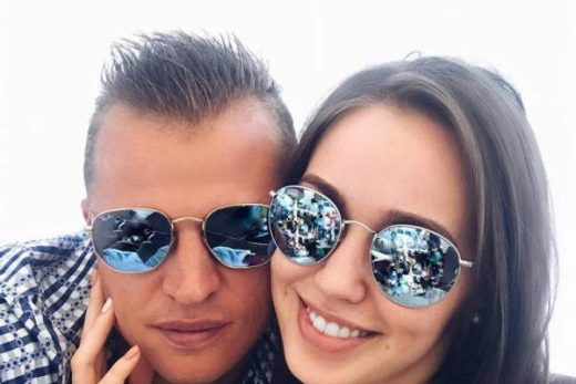 ee613af54dcdad19b866676f6d03fe46 520x347 - Дмитрий Тарасов опубликовал интимное фото жены