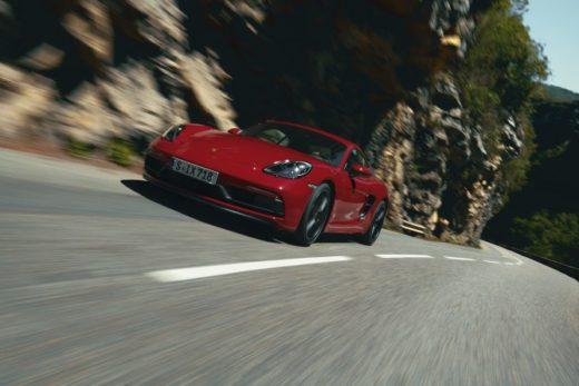 f3f6b4fe3fb34099618246d35351c255 520x347 - Новые модели Porsche 718 GTS 4.0 доступны для заказа в России