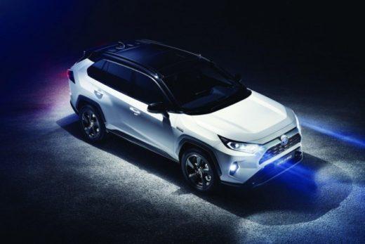 14061672c2ee8da1e0a9d6494780deb5 520x347 - Toyota представила новое поколение RAV4