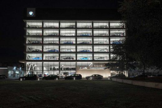 29df91b4b88f5d10397e3d94079c0074 520x347 - В Москве открылся дилерский центр BMW с витриной на 30 автомобилей