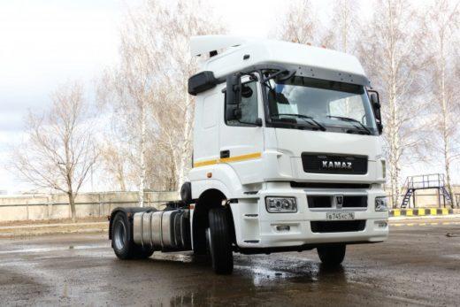 2c945bbb0b514abdae832e849e38332b 520x347 - КАМАЗ передал в лизинг партию тягачей для партнера из Владимирской области