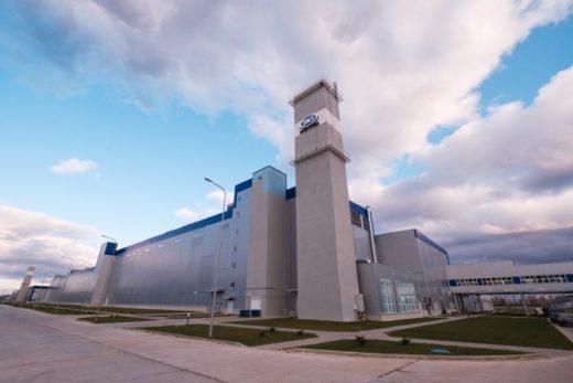 2d06c76be1fc7dbd544b9fca156ea1f3 520x347 - Geely открыла новый завод в Белоруссии