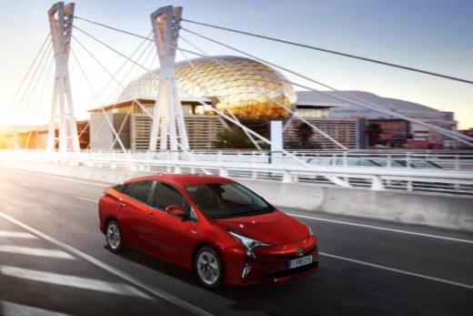 39935bb09561afd43794165960a04708 520x347 - Toyota привезет в Россию новый Prius