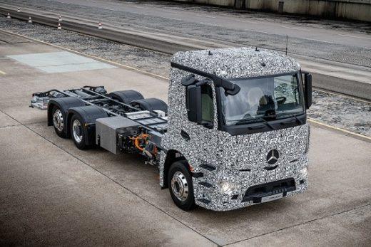 55d9d700d712b1946125ec6af4b0b3b1 520x347 - Mercedes-Benz представил грузовой электромобиль Urban eTruck