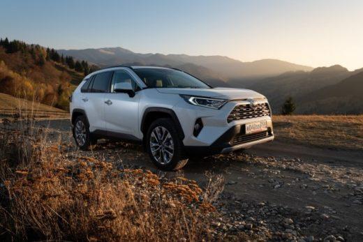 5da633b9c5462d7f83885512c6631585 520x347 - В России стартовали продажи кроссовера Toyota RAV4 нового поколения