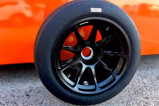 68d060eeb1a07fd87e20b0cefef96189 520x347 - Леклер завершил первые тесты 18-дюймовых шин Pirelli