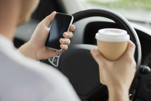 6c9ff762239db7af3bd50c4248c53ff8 520x347 - В ГосДуме предложили штрафовать водителей за использование любых гаджетов