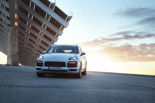 7dc74c6132e77efd90fcc049a63d8470 520x347 - Новый Porsche Cayenne доступен в России как подключаемый гибрид