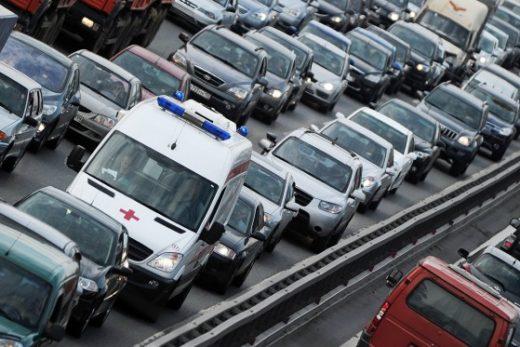 820f63dfc04a3449143e5acfd1506d70 520x347 - За непропуск скорой помощи на дороге теперь можно лишиться свободы
