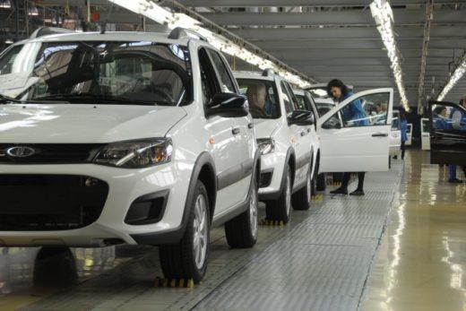 a684d1c7659636ef4287275eb37ea71f 520x347 - АВТОВАЗ в 2017 году может выпустить более 420 тысяч автомобилей