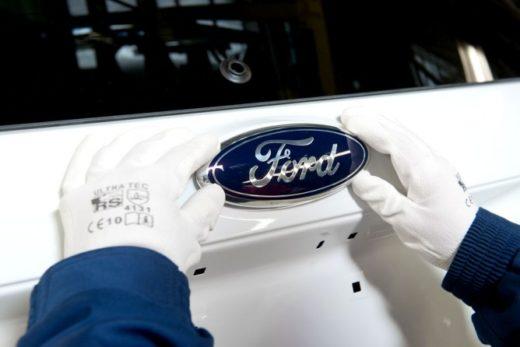 b686528c6de48ae6439f6b7fd8bb9237 520x347 - Ford останавливает работу пяти заводов в Северной Америке из-за падения спроса