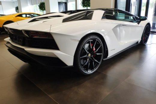 c5265b0d6077ef2096cef7af1436ea80 520x347 - Lamborghini отзывает в России 27 автомобилей Aventador из-за неполадок в работе мотора