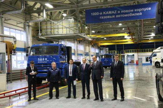 e2f07f66f09692562b3969b546f53637 520x347 - В новом корпусе КАМАЗа выпущен 1-тысячный газомоторный автомобиль