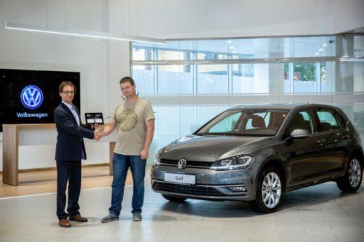 f63295836ffa7f3105d8cbb6a14e2d6c 520x347 - Volkswagen Golf передан первому покупателю в России