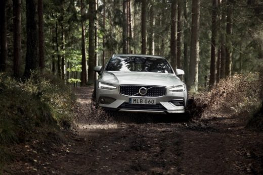 f8ef95e9839b1edd41f82ae914faa5ae 520x347 - Volvo представила новый универсал повышенной проходимости V60 Cross Country