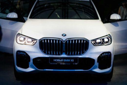 ffb0d5a8f633dfd58ac0896d4202315f 520x347 - Новый BMW X5 впервые представлен в России
